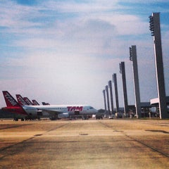 Photo taken at Aeroporto Internacional do Rio de Janeiro / Galeão (GIG) by Domingos J. on 6/10/2013