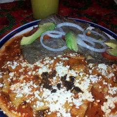 Photo taken at El zacahuil huasteco by Josè L N. on 12/9/2012