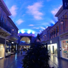 Photo taken at The Forum Shops at Caesars by Yut S. on 10/4/2012