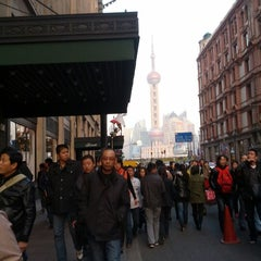 Photo taken at 和平饭店 | Fairmont Peace Hotel by Jianqing P. on 11/24/2012