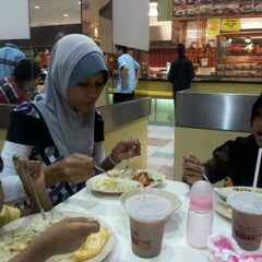 Photo taken at Restoran Arena (JUSCO Food Court) by Abdul Rahman M. on 11/19/2011