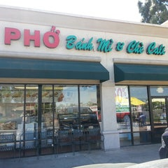 Photo taken at PHO Banh Mi & Che Cali by Christopher N. on 4/10/2013