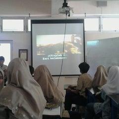 Photo taken at SMA Muhammadiyah 2 Surabaya by Dwita C. on 4/24/2014