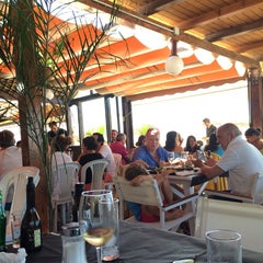 Photo taken at Chiringuito La Ola Bar by Gonzalo E. on 8/9/2014