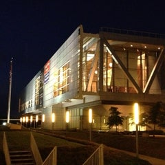 Photo taken at William J. Clinton Presidential Center and Park by Traverse 3. on 4/26/2013