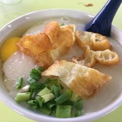 Photo taken at Chai Chee Pork Porridge by Cheen T. on 3/9/2014