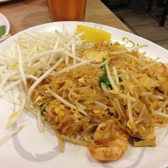 Photo taken at Bangkok Noodles by Melissa H. on 11/26/2012