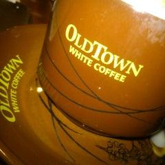 Photo taken at OldTown White Coffee by Jovi S. on 1/17/2013