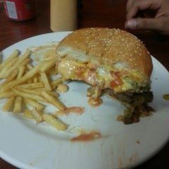 Photo taken at Burger Factory by Gabriel M. on 5/29/2015