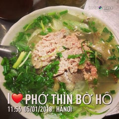 Photo taken at Phở Thìn Bờ Hồ by Dinny N. on 1/5/2013