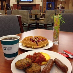 Photo taken at Homewood Suites Hartford South-Glastonbury by Seung Min 'Mel' Y. on 4/11/2014