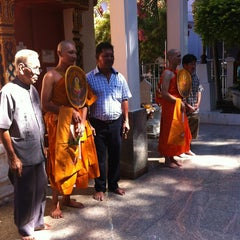Photo taken at วัดเขาพุทธโคดม (Wat Khao Phutthakhodom) by สุทธิศักดิ์ เ. on 6/30/2013