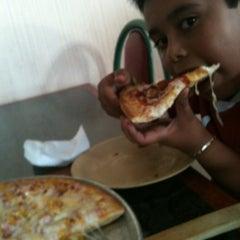 Photo taken at Pizzas Bang Bang by Octavio D. on 11/30/2012
