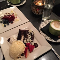 Photo taken at Scholars Inn Gourmet Cafe And Wine Bar by Julian B. on 4/5/2015