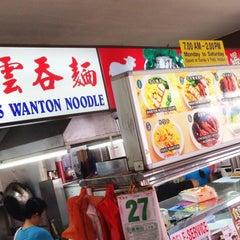 Photo taken at Da Jie Famous Wanton Mee 大姐云吞面 by Gerard T. on 6/27/2013