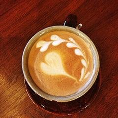 Photo taken at Wawee Coffee (กาแฟวาวี) by Ir4es V. on 2/7/2013