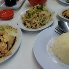 Photo taken at BB Hailam Chicken Rice by Amoy Z. on 12/18/2012