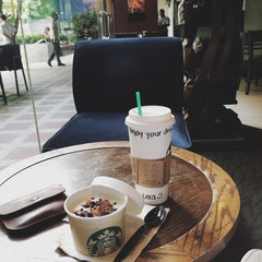 Photo taken at Starbucks Coffee by Valeriya S. on 10/27/2015