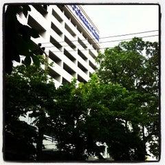 Photo taken at มหาวิทยาลัยหอการค้าไทย (UTCC) University of the Thai Chamber of Commerce by Saran Y. on 8/3/2013