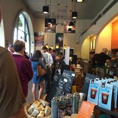 Photo taken at Starbucks by Dmit R. on 8/28/2014