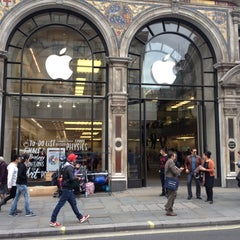 Photo taken at Apple Store, Regent Street by Ozan U. on 9/18/2013
