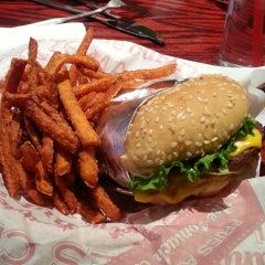 Photo taken at Red Robin Gourmet Burgers by Karen S. on 4/27/2013