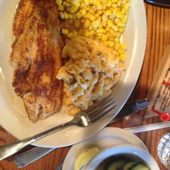 Photo taken at Cracker Barrel Old Country Store by Urvi B. on 5/20/2014