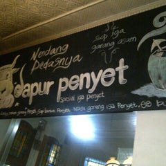 Photo taken at Dapur Penyet by azlina m. on 4/27/2013
