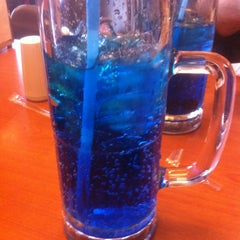 Photo taken at Friendly's by Aron L. on 1/11/2013