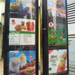 Photo taken at McDonald's by Nur Fathiah on 9/25/2015