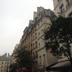 Photo taken at Rue de la Harpe by Jekaterina S. on 10/23/2012