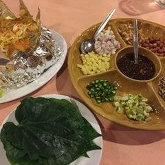 Photo taken at Siriwan Thai Seafood Restaurant by Amelia R. on 8/7/2015