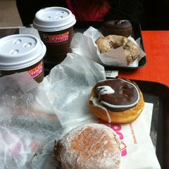 Photo taken at Dunkin' Donuts by Camilo P. on 10/3/2012