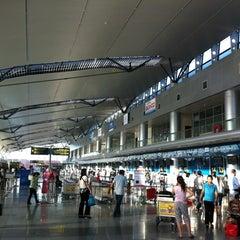 Photo taken at Da Nang International Airport (DAD) Sân bay Quốc tế Đà Nẵng by Tran Le V. on 6/19/2013