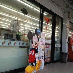 Photo taken at 7-Eleven (เซเว่น อีเลฟเว่น) by NuttyRay K. on 12/9/2012
