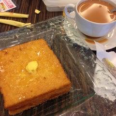 Photo taken at Hong Kong Kim Gary Restaurant (香港金加利茶餐厅) by Rachel T. on 9/10/2015