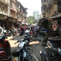 Photo taken at Chor Bazaar (Thieves' Market) by Laurent b. on 3/18/2013