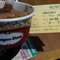 Photo taken at Haagen Dazs by Citra A. on 6/20/2013