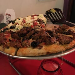 Photo taken at Flying Pie Pizzeria by Victor A. on 5/15/2016