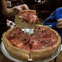 Photo taken at Giordano's by Yussell E. on 4/22/2013