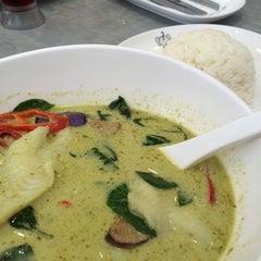 Photo taken at Porn's Sexy.Thai.Food by Natalya K. on 11/13/2014