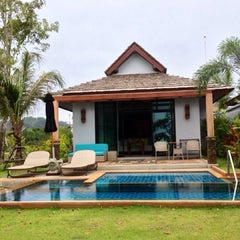 Photo taken at Le Méridien Khao Lak Beach & Spa Resort by watever w. on 9/7/2014