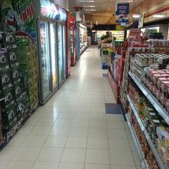 Photo taken at Safestway Supermarket سيفستوي by ™MЯ.Ω̶ℓMΩ̶Ƨı̝̚²º¹6 &. on 4/28/2014