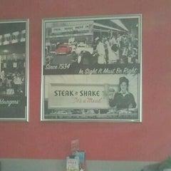 Photo taken at Steak 'n Shake by Baj H. on 12/16/2012
