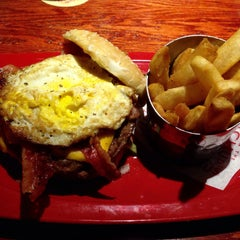 Photo taken at Red Robin Gourmet Burgers by Andrew R. on 8/2/2015