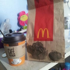 Photo taken at McDonald's by Evelyn ^^ B. on 4/23/2013