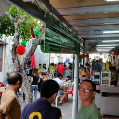 Photo taken at Sin Poh Poh Cafe by Chris L. on 9/27/2014