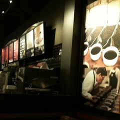 Photo taken at Starbucks by Robson F. on 11/24/2012