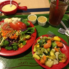 Photo taken at Sweet Tomatoes by Shellie B. on 4/21/2013