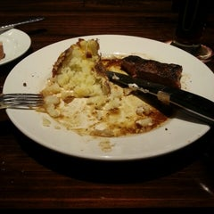 Photo taken at LongHorn Steakhouse by Ed F. on 6/15/2013